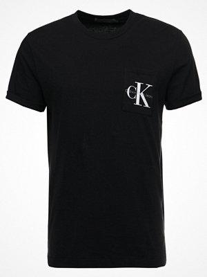 T-shirts - Calvin Klein Jeans TOLAN REGULAR TEE Tshirt med tryck black