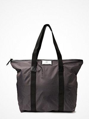 Day Et mörkgrå weekendbag Day Gweneth Bag