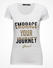 GUESS Jeans Embrace Your Journey