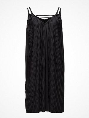 Sunseeker Pleated Maxi Dress