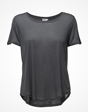 T-shirts - Filippa K Swing Tee