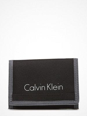Calvin Klein Col3 Nylon 8cc ?