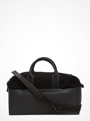 Calvin Klein svart weekendbag Susi3 Medium Gym Bag