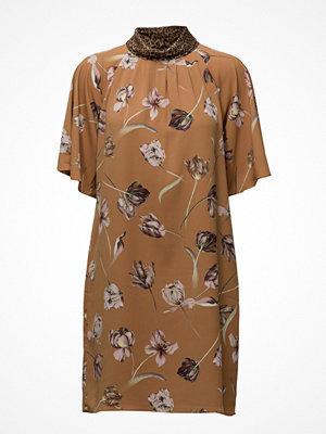 Sand Geranium - Prosa Sleeve Dress