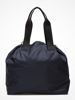 Sport & träningsväskor - Filippa K Sporty Shopper Bag