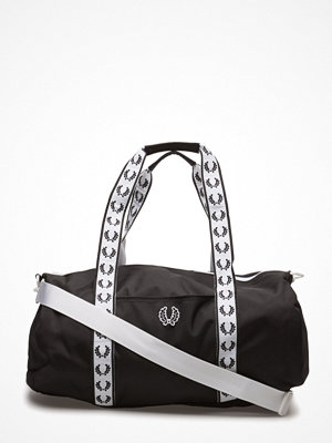 Väskor & bags - Fred Perry Track Barrel Bag