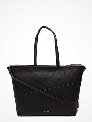 Calvin Klein svart shopper Luna Medium Tote Sta