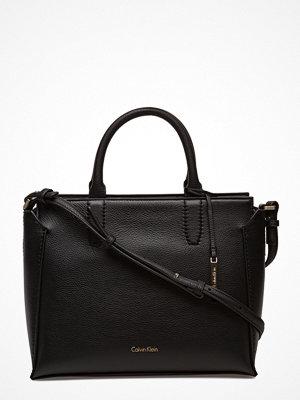 Calvin Klein svart shopper Lizzy Medium Tote, 9