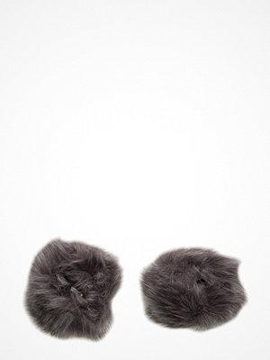 Handskar & vantar - UNMADE Copenhagen Faux Fur Cuffs