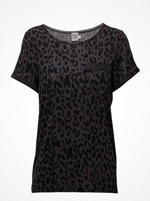 Saint Tropez Classic Leopard Printed Top