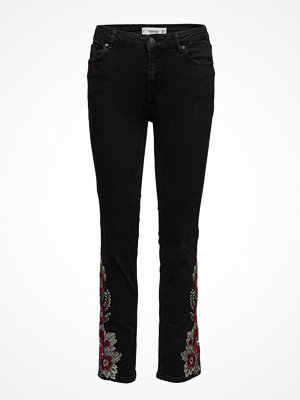 Mango Embroidered Girlfriend Jeans