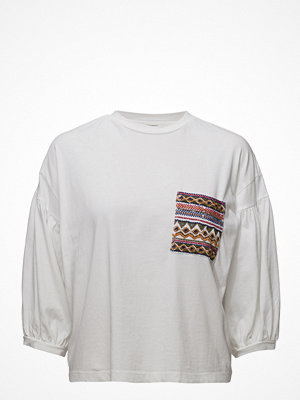 Mango Embroidered Chest-Pocket T-Shirt