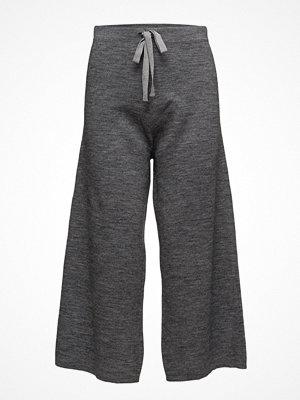 United Colors Of Benetton mörkgrå byxor Trousers