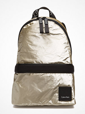 Calvin Klein omönstrad ryggsäck Fluid Backpack Metal
