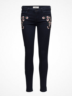 Mango Embroidered Skinny Push-Up Jeans