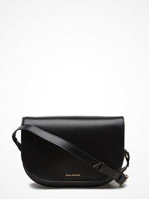 Royal Republiq svart axelväska Raf Curve Handbag