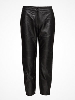 Selected Femme svarta byxor Sfcassie Mw Crop Leather Pant