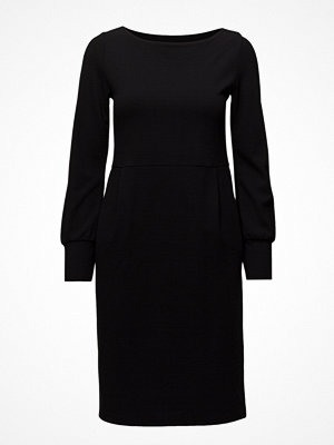 Nanso Ladies Dress, Helsinki