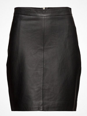 Second Female Berry Leather Skirt