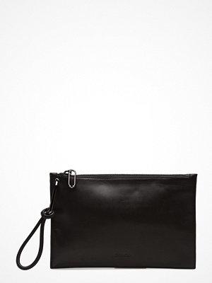 Calvin Klein svart kuvertväska Statement Wristlet