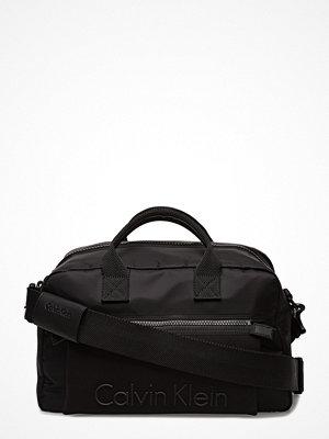 Väskor & bags - Calvin Klein Alec Medium Duffle