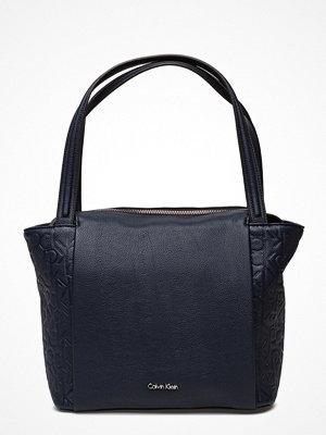 Calvin Klein mörkgrå shopper Misha Medium Tote