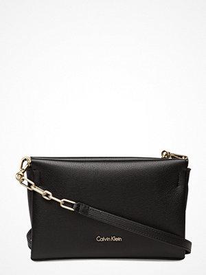 Calvin Klein svart kuvertväska Frame Clutch / Cross