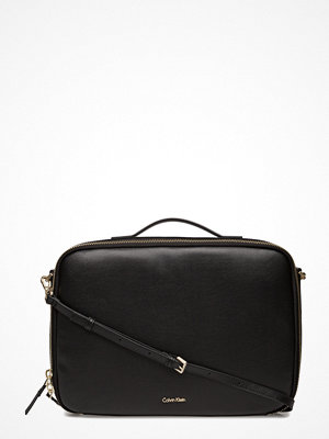 Calvin Klein svart datorväska Frame Laptop Bag