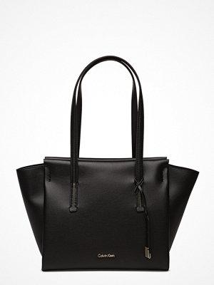 Calvin Klein Frame Medium Shopper svart