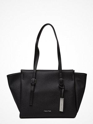 Calvin Klein svart shopper M4rissa Medium Tote,