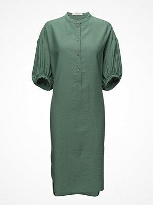 ÁERON Long Gathered Sleeve Dress