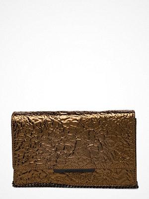 Kendall + Kylie brun kuvertväska Carmela