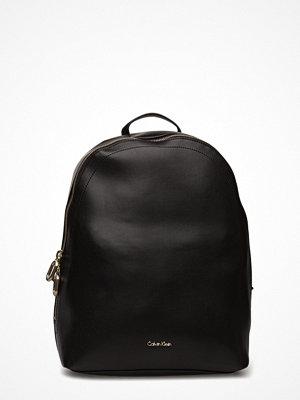 Calvin Klein svart ryggsäck Rev Backpack