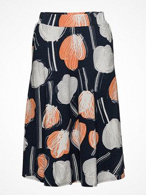 Nanso Ladies Skirt, Nuppu