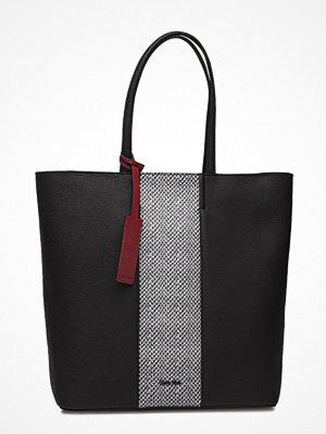 Calvin Klein Cosmopolitan Shopper svart