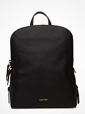 Calvin Klein svart ryggsäck Dome Backpack