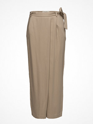Selected Femme omönstrade byxor Sfcross Mw Wide Cropped Pant