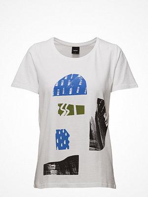 Nanso Ladies T-Shirt, Pihalla
