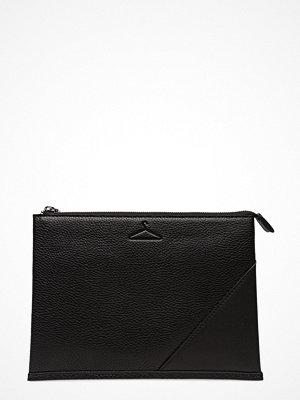 Holzweiler svart kuvertväska Spruce Solid Bag