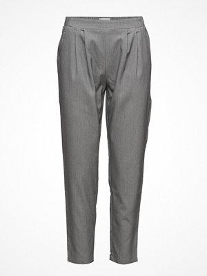 Minimum grå byxor Sofja