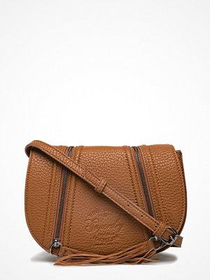 Superdry omönstrad axelväska Zipped Saddle Bag