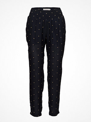 Coster Copenhagen svarta byxor med tryck Trousers W. Embroidered Stars