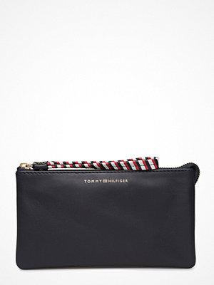 Tommy Hilfiger svart kuvertväska Stitch Leather Pouch