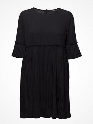 Only Onlcaroline Plisse Dress Wvn