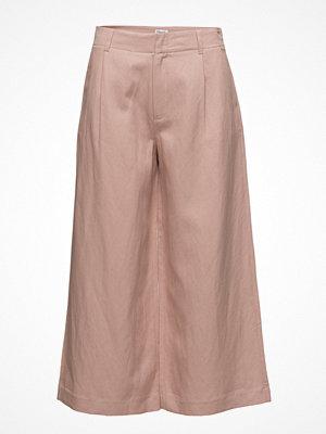 Filippa K beige byxor Max Cropped Wide Trousers