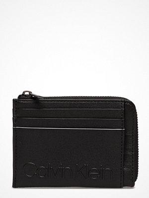 Plånböcker - Calvin Klein Essential Cardholder W Zip