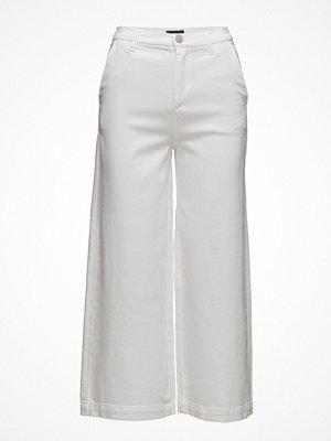 Gant vita byxor O1. Culotte Jeans