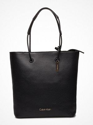 Calvin Klein Vertical Shopper svart
