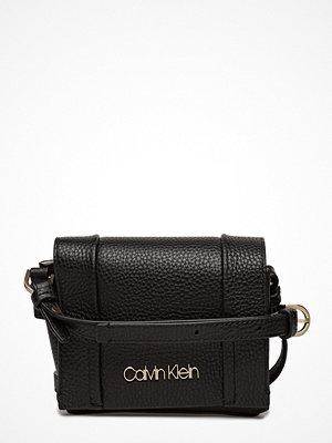 Calvin Klein svart axelväska City Leather Sml Fla