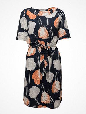 Nanso Ladies Dress, Nuppu